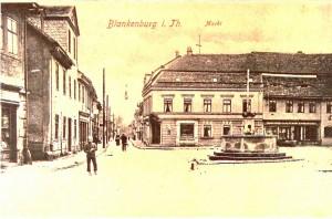 Marktplatz mit Apotheke