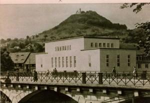 Stadthalle und Greifenstein
